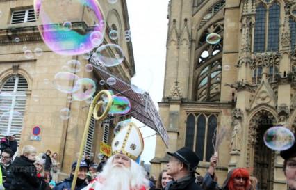 Bulles de savon géantes aux Festivités de la Saint-Nicolas à Metz